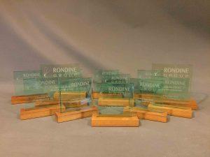 award lasergravure hout en plexiglas