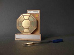 houten awardmet goud